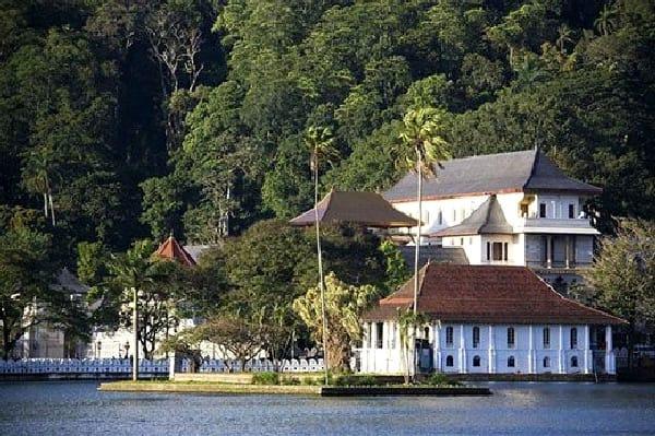 TravelXL-van-Limburg-Sri-Lanka-Kandy-Tempel-van-de-Tand