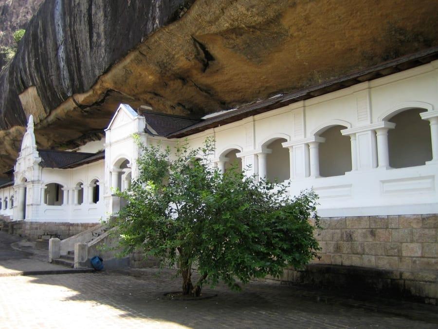 TravelXL-van-Limburg-Sri-Lanka-Dambulla-rotstempel