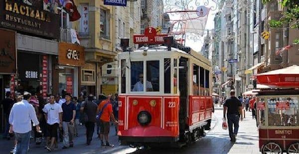 TravelXL-van-Limburg-Istanbul-tram-Istaklal-Caddesi