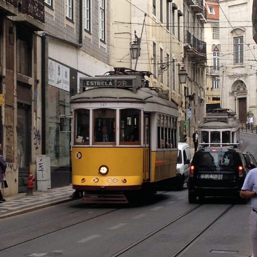 TravelXL-van-Limburg-Lissabon-tram