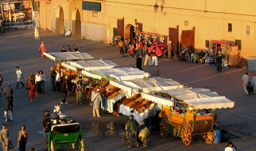 TravelXL-van-Limburg-MARRAKECH-Djemaa-El-Fna-rode-gloed