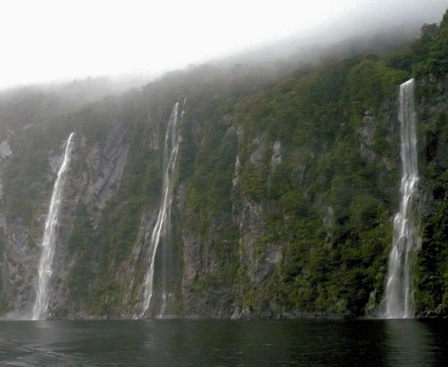 TravelXL-van-Limburg-NieuwZeeland-Zuidereiland-Milford-Sounds-watervallen