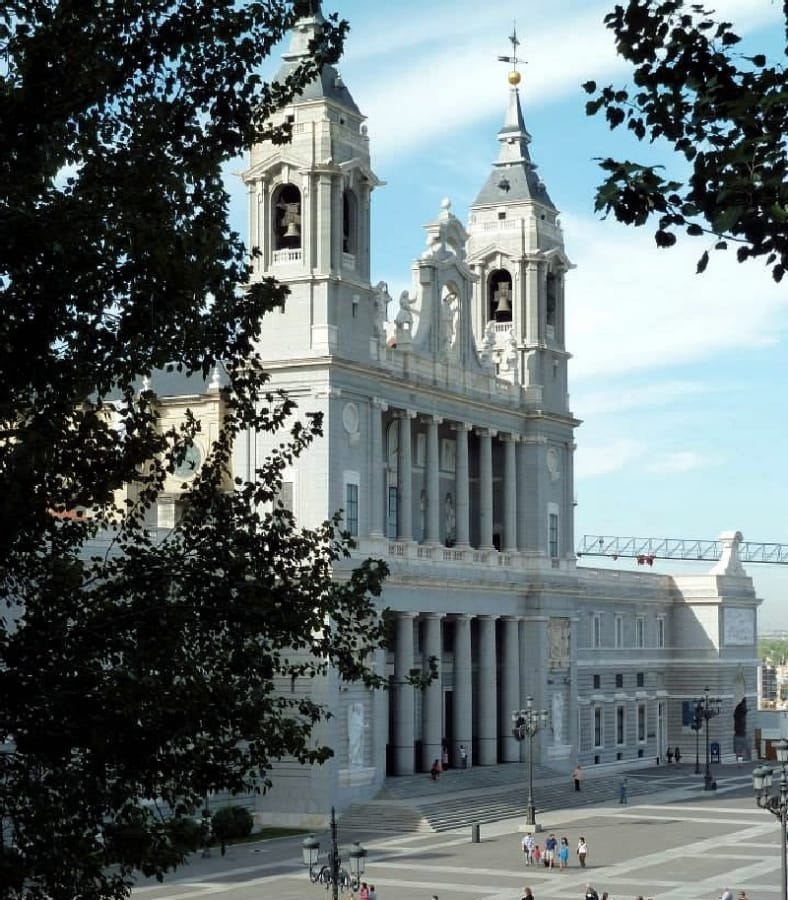 TravelXL-van-Limburg-MADRID-Cathedral-de-Almuneda