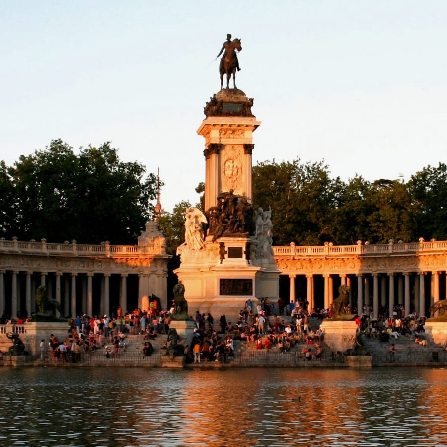 TravelXL-van-Limburg-MADRID-Parque-Retiro-sunset