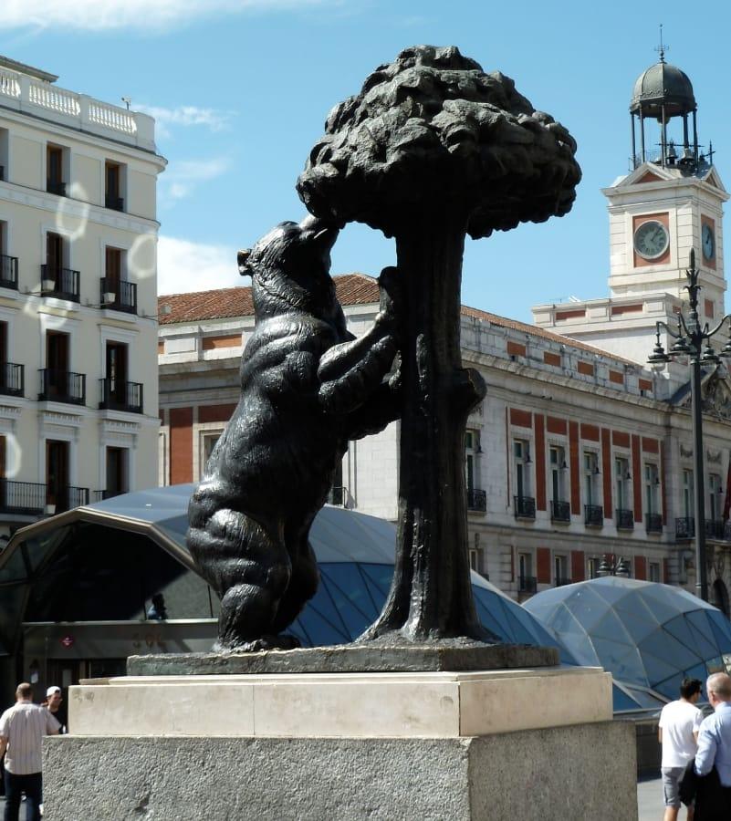 TravelXL-van-Limburg-MADRID-Puerto-del-Sol-Oso-y-Madrono