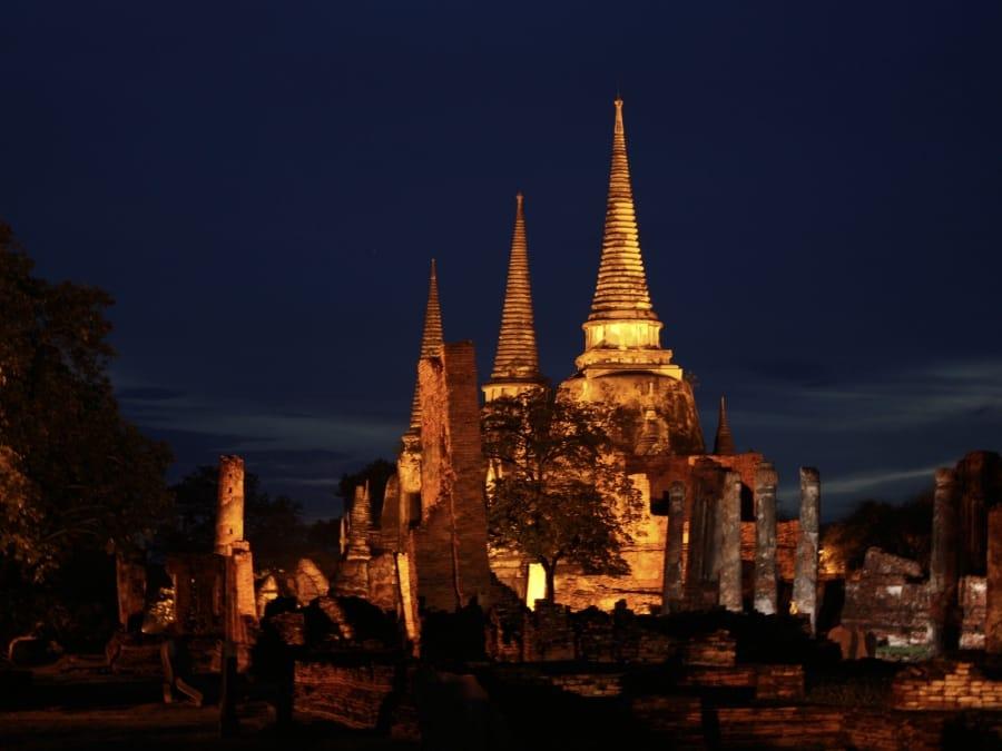 TravelXL-van-Limburg-THAILAND-Ayutthaya- avond-verlicht