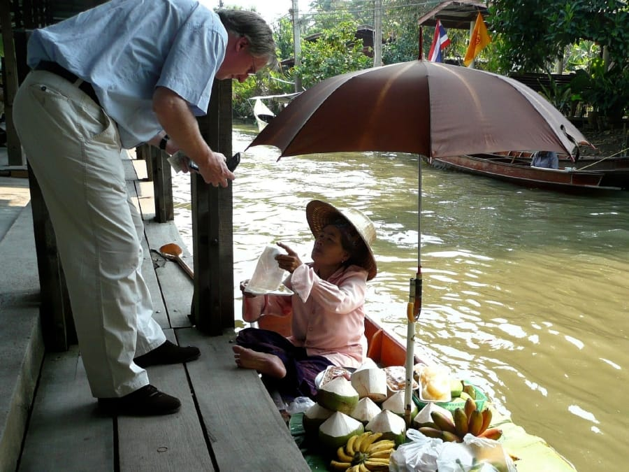 TravelXL-van-Limburg-THAILAND-Bangkok-floatingmarket-Damnoen-Saduak-pomelo