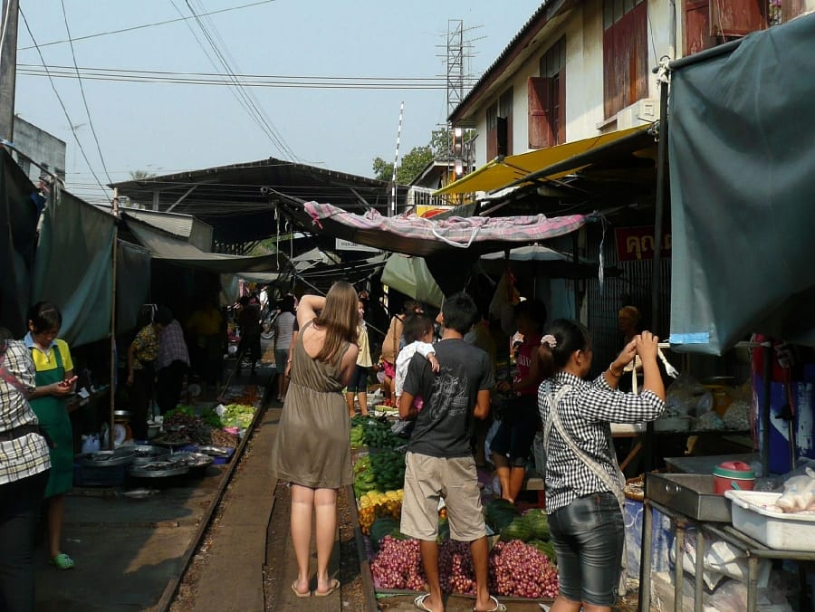 TravelXL-van-Limburg-THAILAND-Bangkok-markt-trein