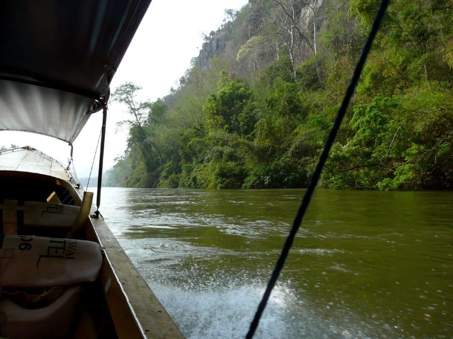 TravelXL-van-Limburg-THAILAND-rivier- longtailboat-ochtend