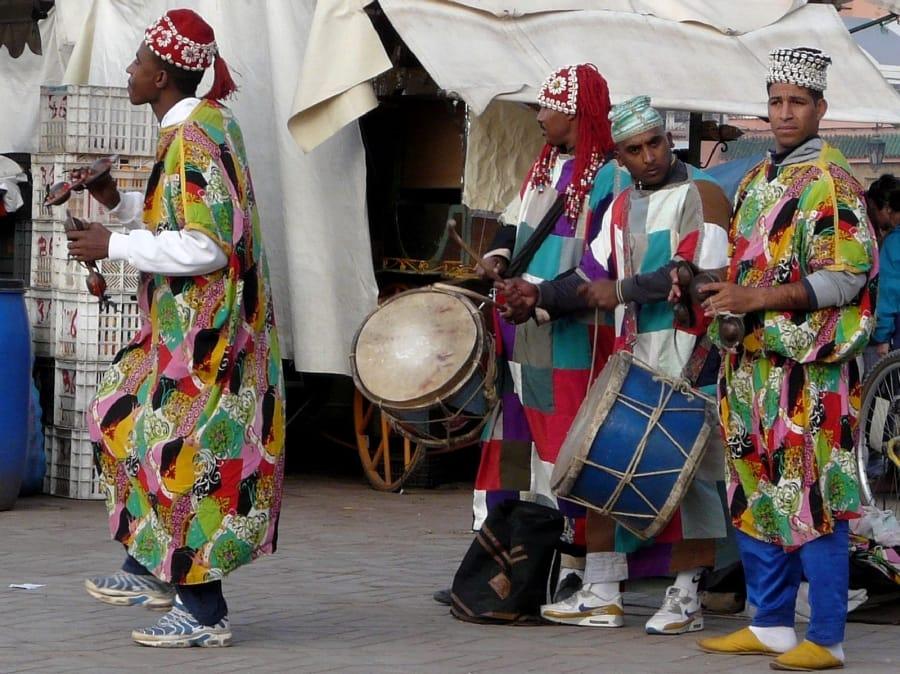 TravelXL-van-Limburg-MAROKKO-Djemaa-El-Fnaa-plein-Gnaoua-muzikanten