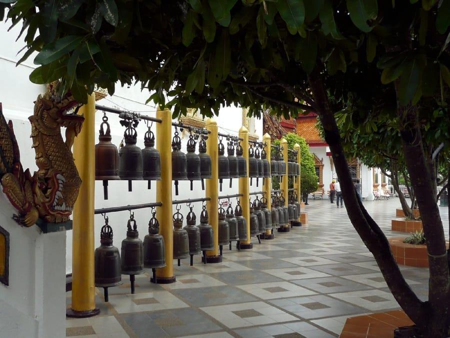 TravelXL-van-Limburg-THAILAND-ChiangMai-DoiSuthep-tempel-bellen