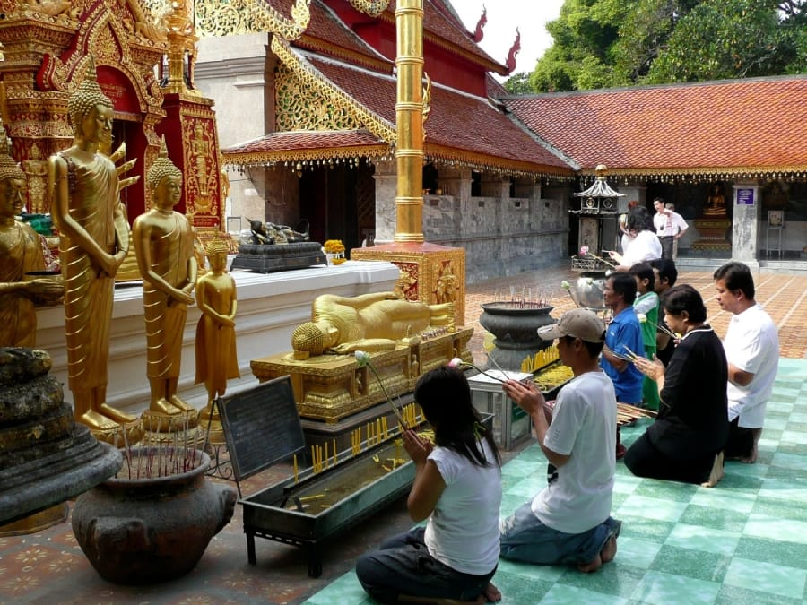 TravelXL-van-Limburg-THAILAND-DoiSuthep-tempel-offeren