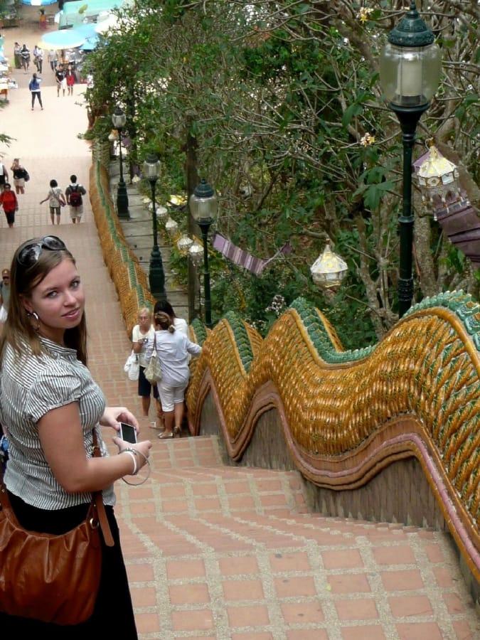 TravelXL-van-Limburg-THAILAND-DoiSuthep-tempel-trap