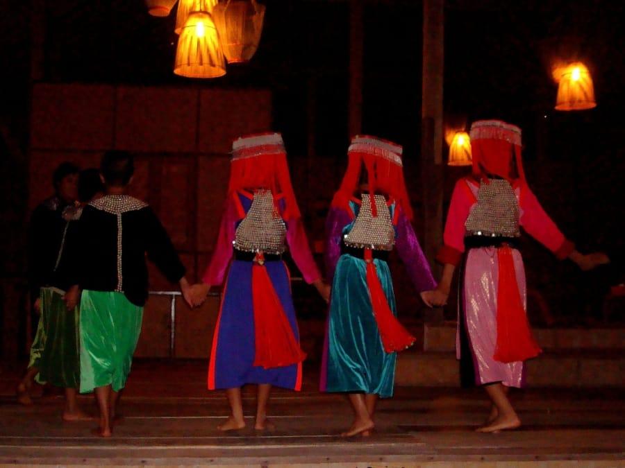 TravelXL-van-Limburg-THAILAND-dansje-Lisu-kinderen