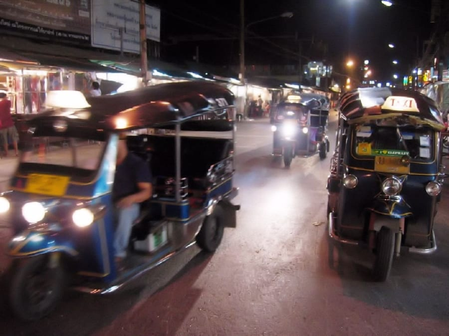 TravelXL-van-Limburg-THAILAND-tuktuk-ChiangMai-nachtmarkt