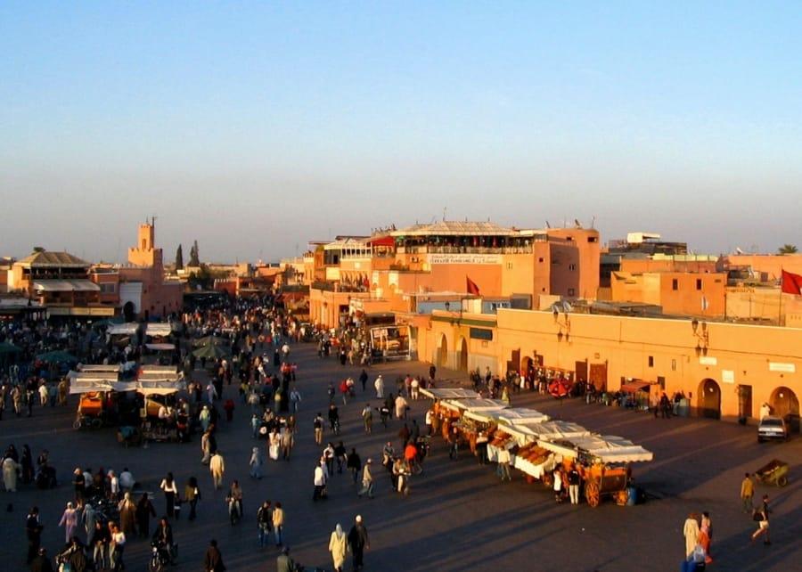 TravelXL-van-Limburg-MAROKKO-Marrakech-Djemaa-El-Fna-rode-gloed
