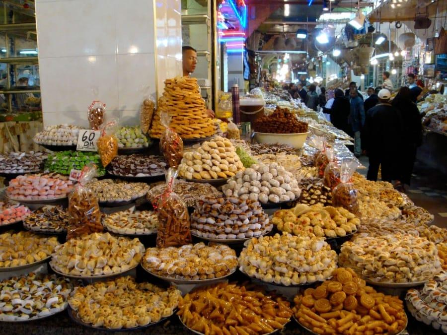 TravelXL-van-Limburg-MAROKKO-markt-zoetigheden