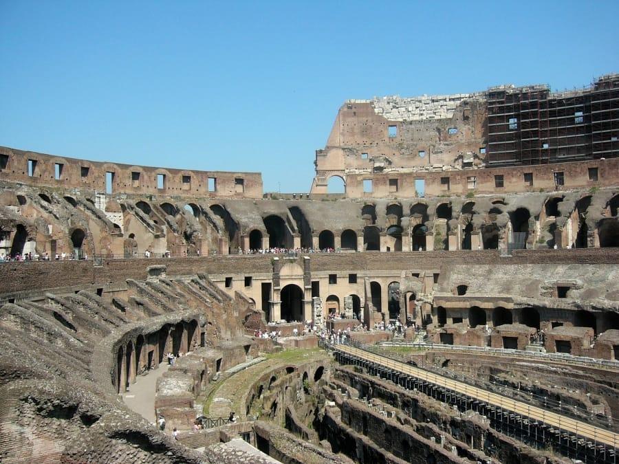 TravelXL-van-Limburg-ROME-Colosseum-binnen