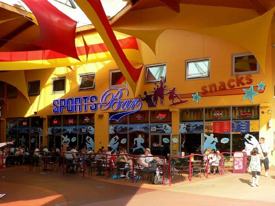 TravelXL-van-Limburg-DISNEYLAND-DisneyVillage-Sportsbar