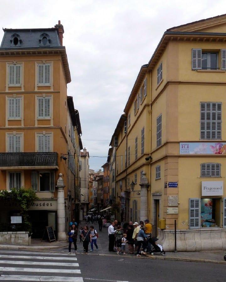 TravelXL-van-Limburg-Provence-Grasse-plein-parfum