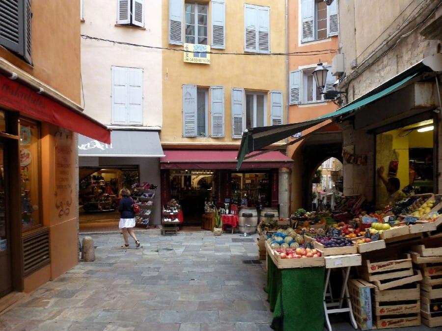 TravelXL-van-Limburg-Provence-Grasse-straatje-groente