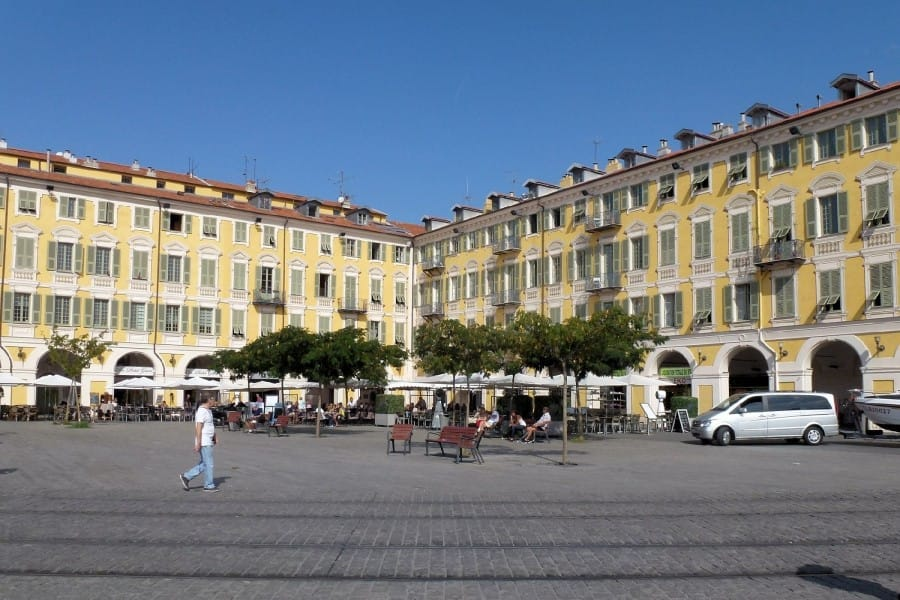 TravelXL-van-Limburg-Provence-Nice-plein