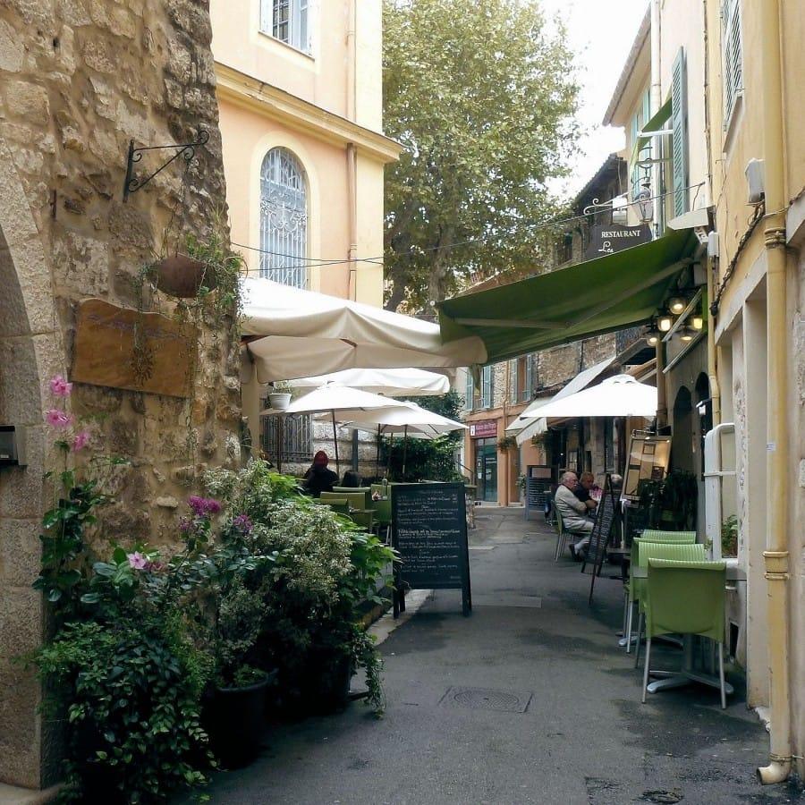 TravelXL-van-Limburg-Provence-Vence-terrasje