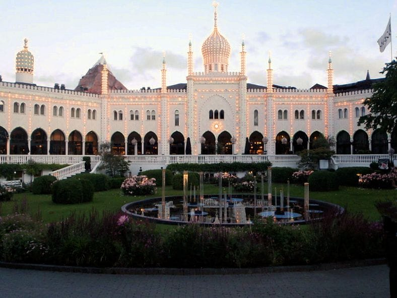 TravelXL-van-Limburg-KOPENHAGEN- Tivoli-verlicht-park