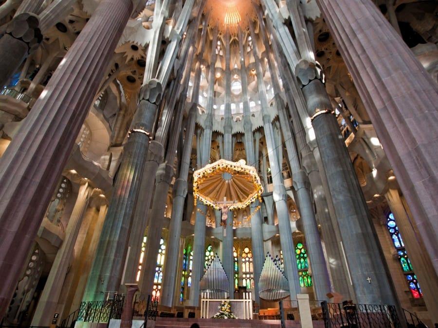 TravelXL-van-Limburg-BARCELONA-Sagrada-Familia-plafond-binnen