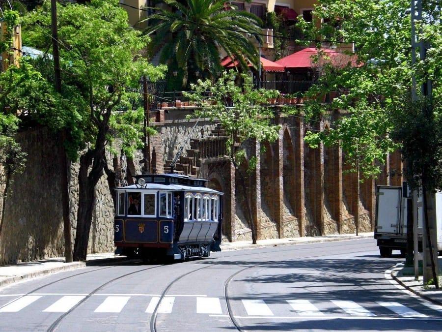 TravelXL-van-Limburg-BARCELONA-blauwe-tram-naar-Tibidabo
