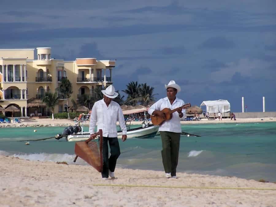 TravelXL-van-Limburg-YUCATAN-Playa-del-Carmen-muzikanten