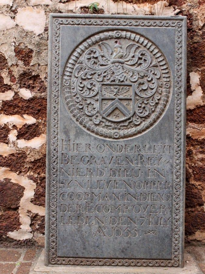 TravelXL-van-Limburg-MALEISIE-Nederlandse-grafsteen