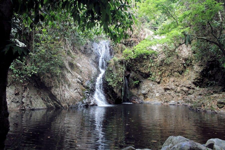 TravelXL-van-Limburg-MALEISIE-meertje-met-waterval