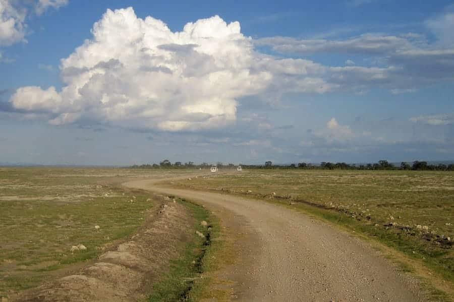 TravelXL-van-Limburg-KENIA-weg-asfalt