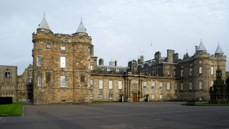 TravelXL-van-Limburg-EDINBURGH-Holyrood-Palace