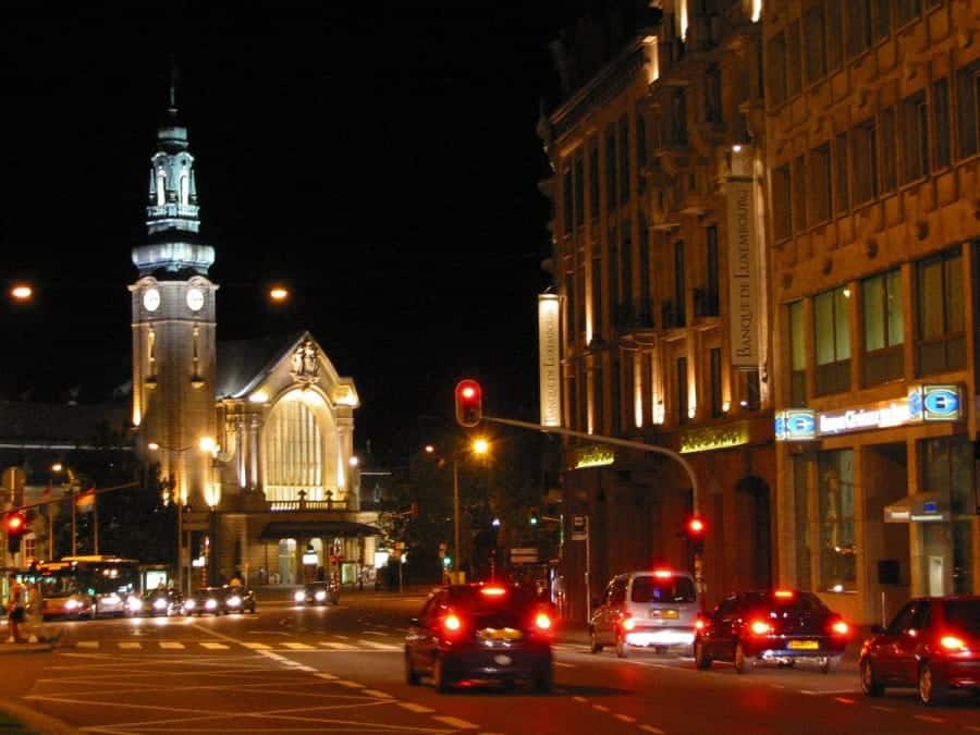 TravelXL-van-Limburg-LUXEMBURG-station-bij-avond