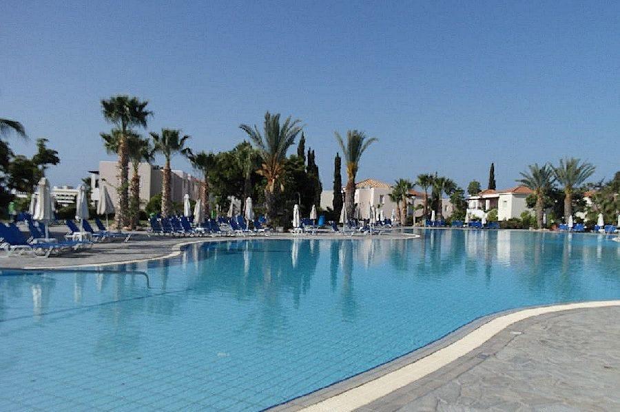 TravelXL-van-Limburg-CYPRUS-zwembad-hotel