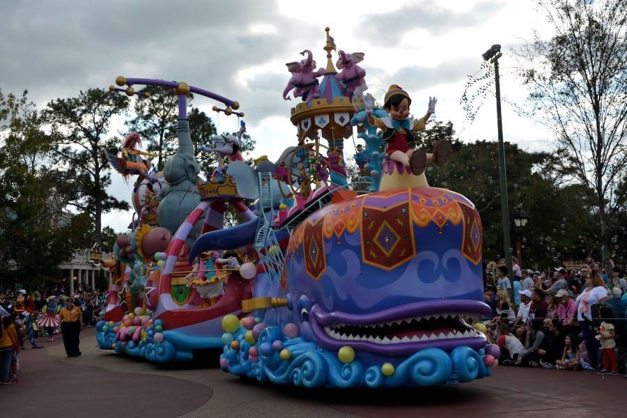 travelxl-van-limburg-usa-disneyland-parade