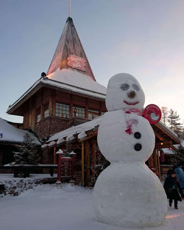 travelxl-van-limburg-fins-lapland-santa-claus-village-met-sneeuwpop