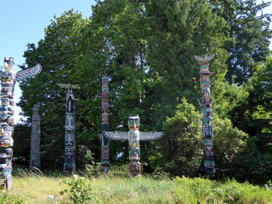 travelxl-van-limburg-totempalen-in-stanley-park
