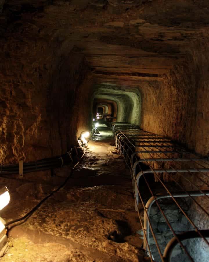 travelxl-van-limburg-samos-tunnel-van-ephalinos