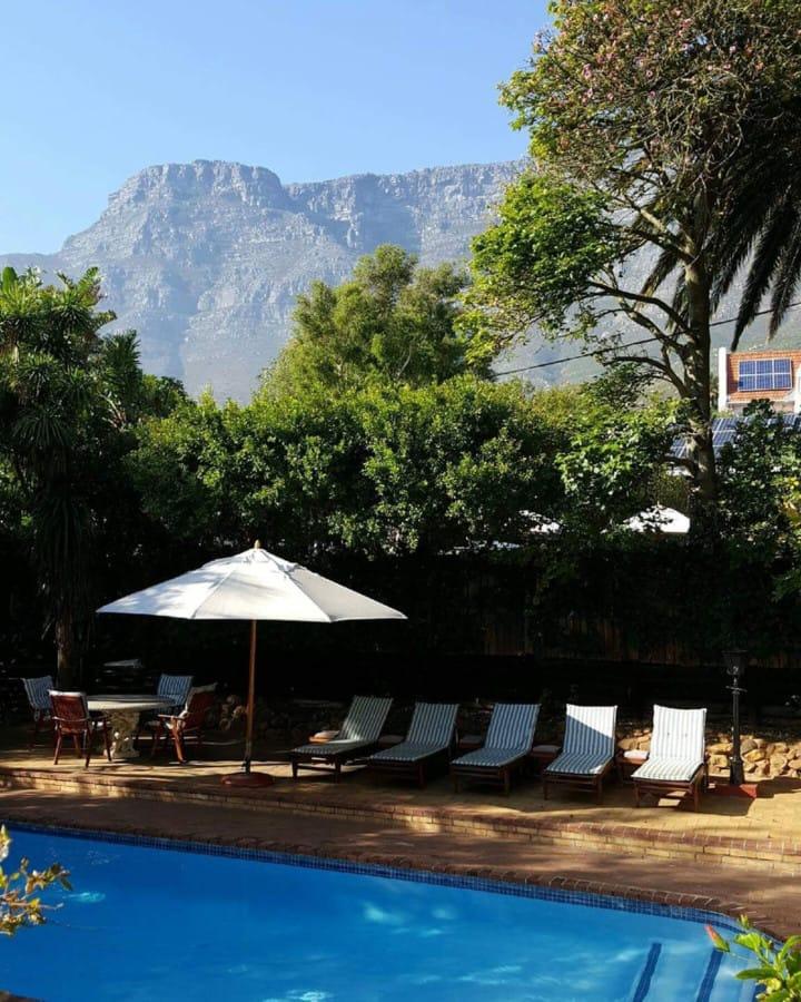 travelxl-van-limburg-zuid-afrika-kaapstad-zwembad-bij-guesthouse