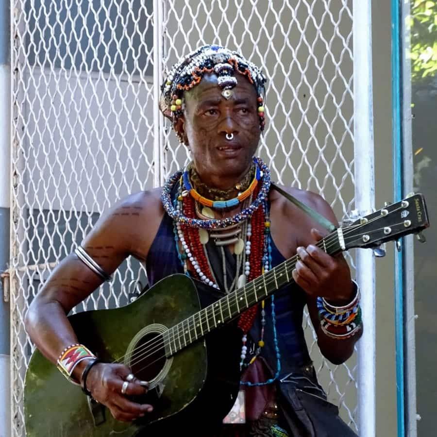 travelxl-van-limburg-zuid-afrika-kaapstad-straatmuzikant