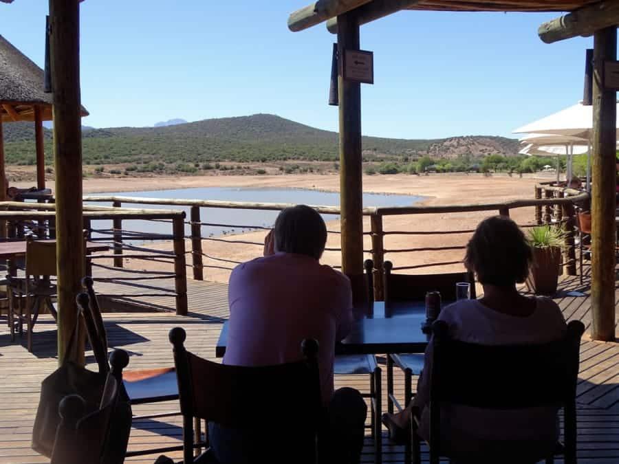 travelxl-van-limburg-zuid-afrika-oudtshoorn-uitzicht-op-waterpoel